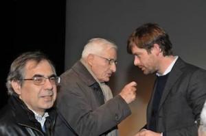 Dario con Arnolfo mentre consigliano Civati